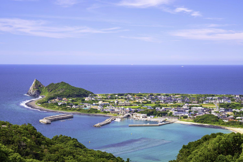 海沿いの自然が人気の糸島。古民家を改装した大学寮では国際交流も